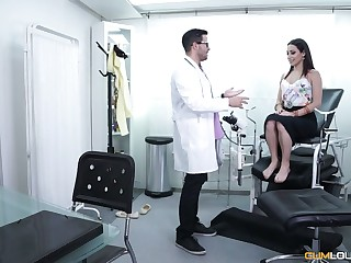 Gynecologist fucks and licks pussy of Spanish toddler Lucia Nieto