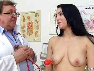 doctor takes care be fitting of darkhaired's vagina - darkhaired