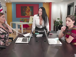 Hardcore anal faggot threesome with Abella Danger and two MILF babes