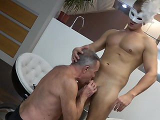 Twink leaves age-old gay man to suck him