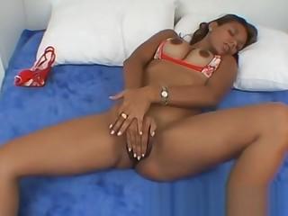 Dark skinned amateur masturbates almost bed