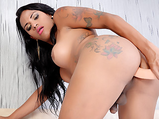 Horn-mad Inked Shemale Alexia Rios Serves a Bonking Machine all over Her Asshole