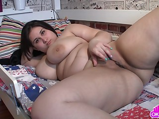 Fat ass babe with massive tits masturbates wits rubbing her shaved pussy on the bed.