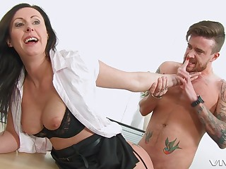 Mommy wants the new guy to soak her pussy with sperm