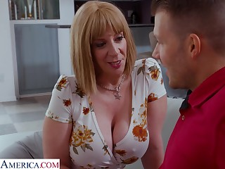 Big butt cougar is seeing that sex with her stepson's friend