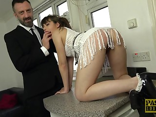 Amateur spoil Luna Rival drops on her hands and knees for dealings