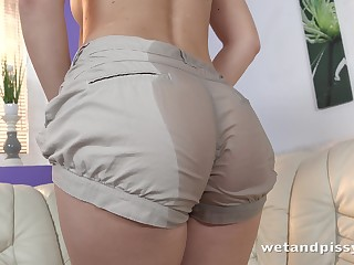 Amulet housewife Jenifer Jane is pissing and masturbating