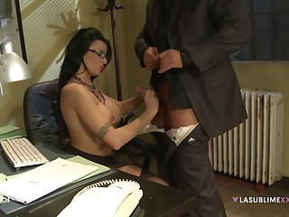 Handsome pornstar Amandha Fox moans while getting fucked hard