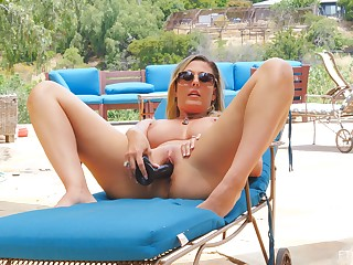 Stunning comme ci MILF Jayna masturbates nearby an upscale unify
