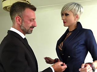 Submission of an atomic blonde