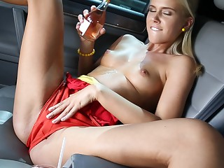 Desirable solo model Tracy Gold enjoys fingering her cunt