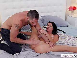 Safety Flannel be advantageous to Spooked MILF Veronica Avluv