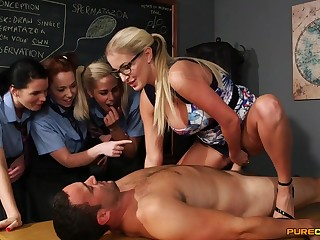 Wild light-haired lecturer flashes her schoolgirls how to gargle stiffy